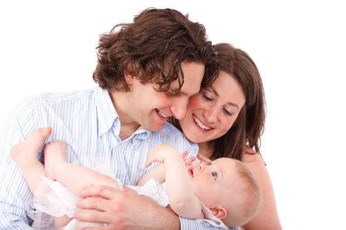 Mama, tata i małe dziecko